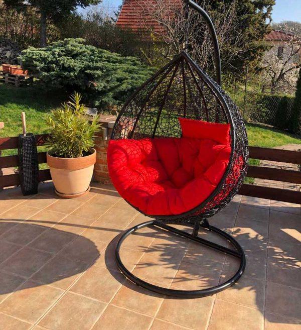 Casa luxus fekete műrattan kerti függőfotel piros párnával