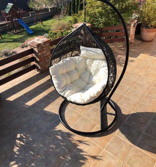 Casa luxus fekete műrattan kerti függőfotel fehér párnával