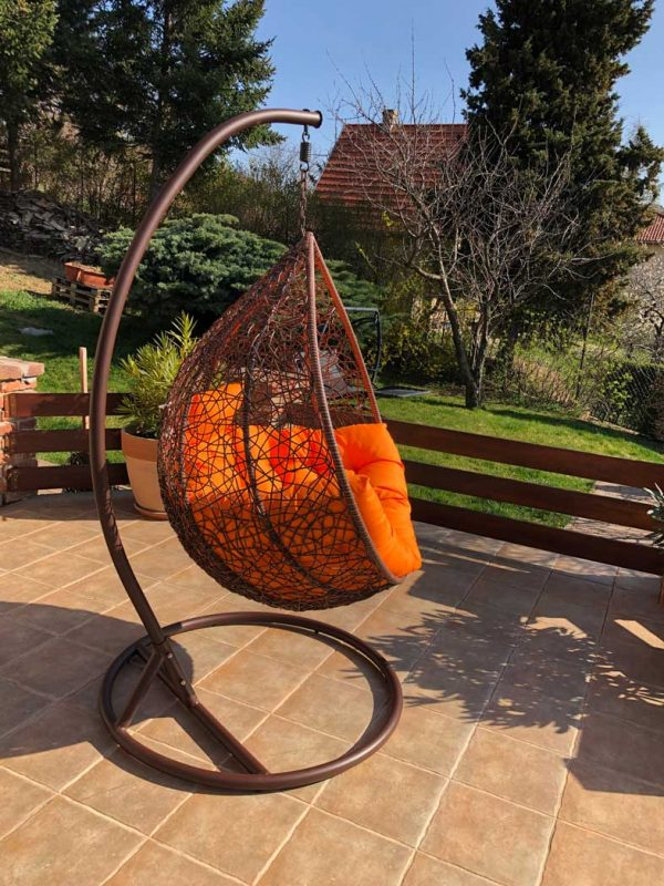 Casa luxus kültéri barna műrattan függőfotel narancssárga párnával