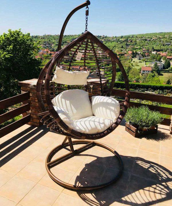 Casa műrattan kerti függőfotel újságtartóval
