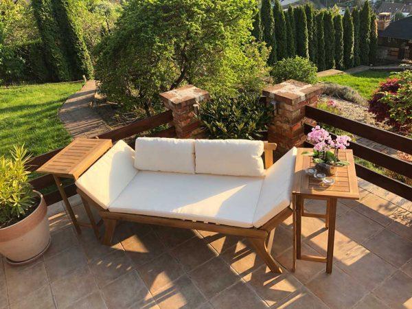 Odessza kerti kétszemélyes fa kanapé párnával